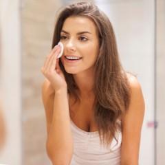 А вы всегда смываете макияж на ночь?